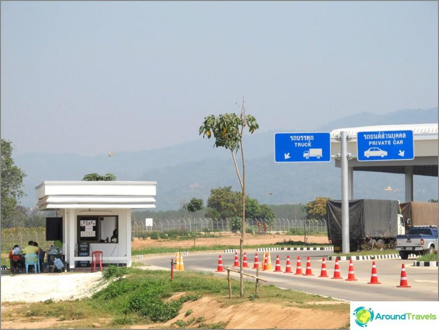 vizaran-chiang-Khong-Laosissa-new-silta-ei-veneen-07