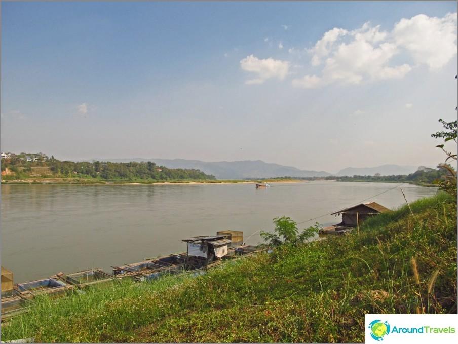 vizaran-chiang-Khong-Laosissa-new-silta-ei-veneen-04