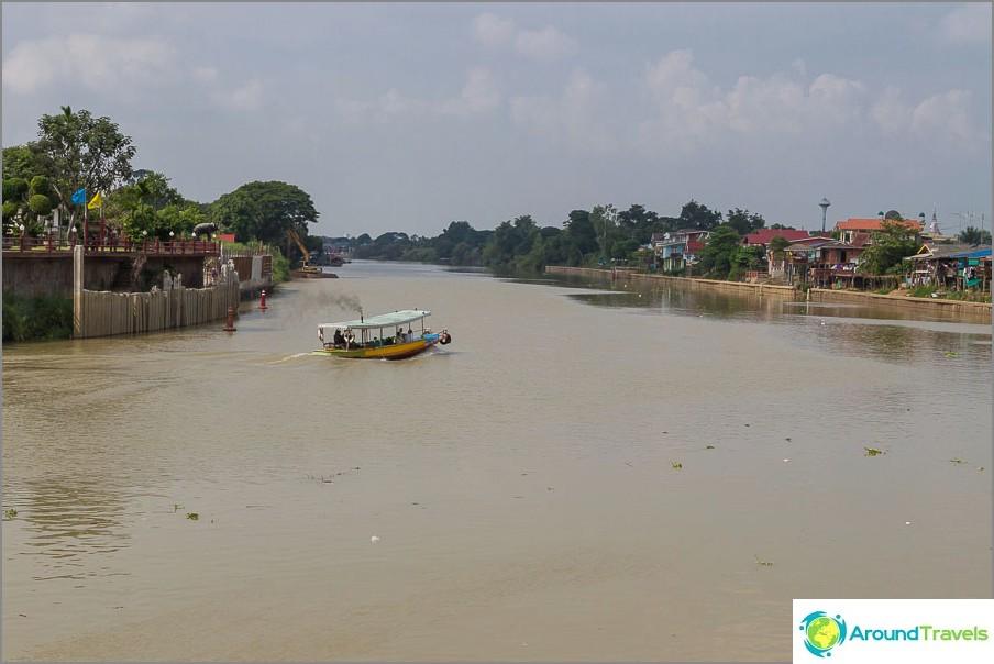 Ayutthayaa ympäröivät joet