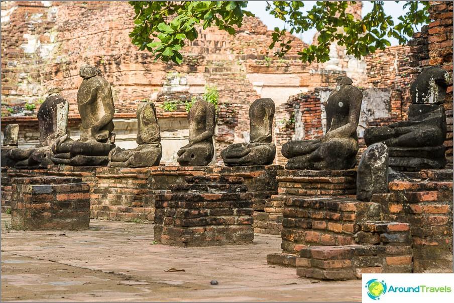 Päättömän buddhanäyttely