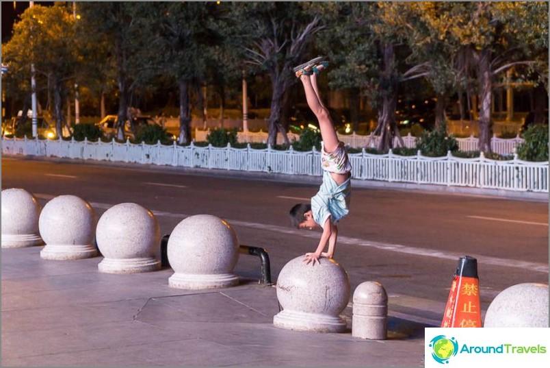 Kaveri tekee akrobaattisia temppuja