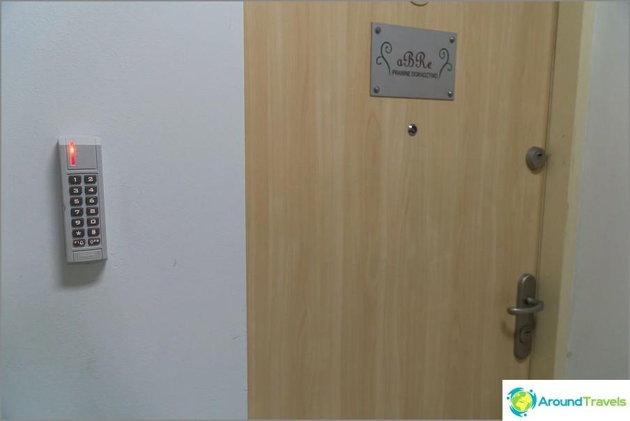 Sisäänkäynti huoneistoon koodin mukaan