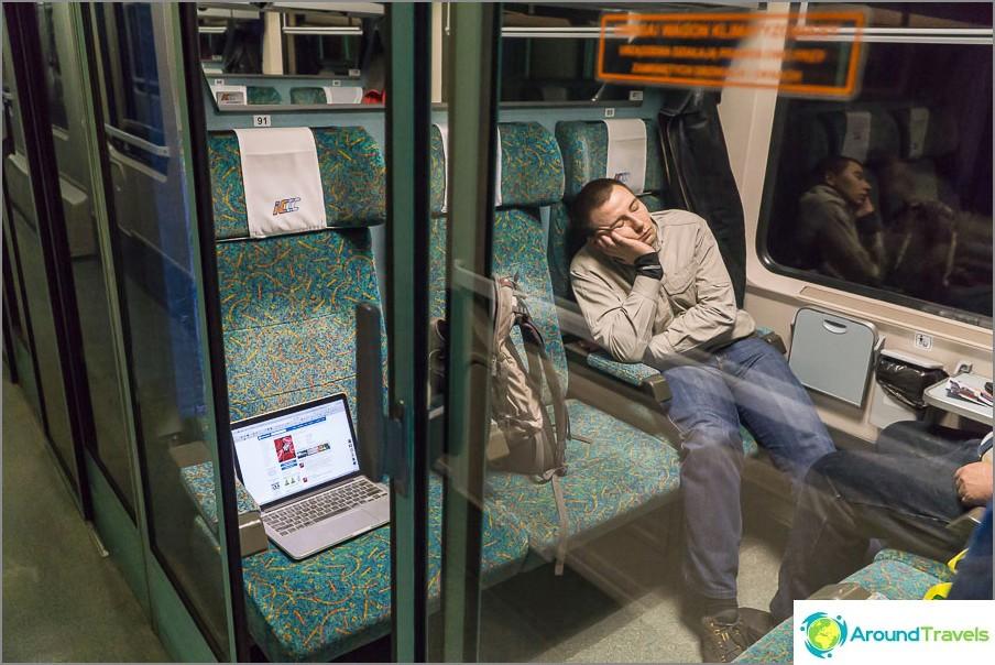 Влак Варшава-Братислава, седалки