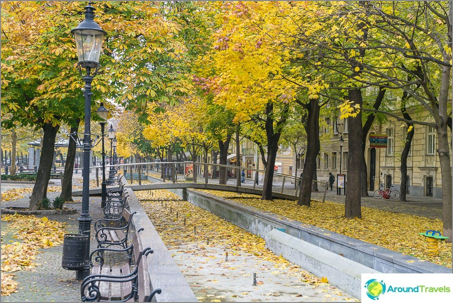 Есенни улици в стария град на Братислава