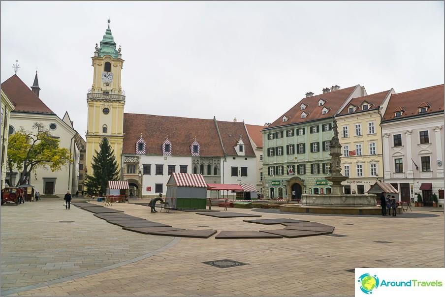 Главен площад в стария град на Братислава