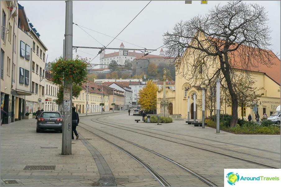 Пешеходна и трамвайна зона в Братислава