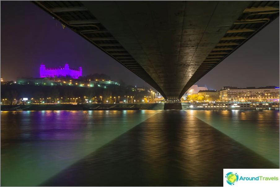 Под моста SOR е не по-малко интересно, включително през нощта