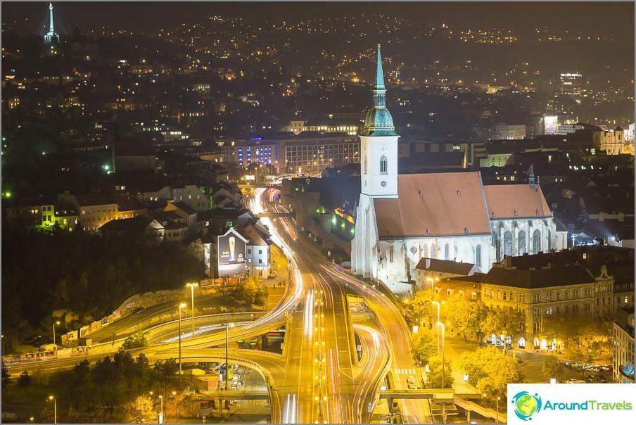 Братиславна нощна снимка отгоре