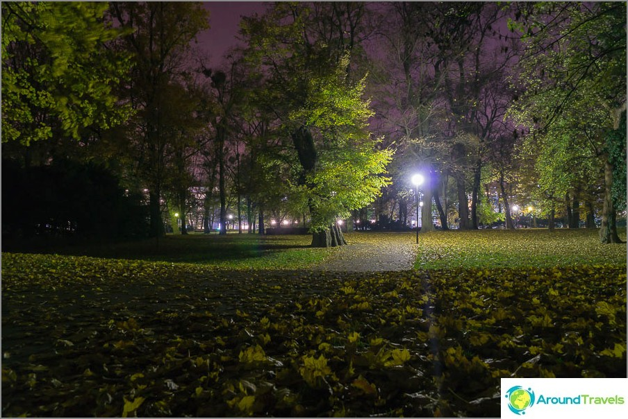 Парк Янка Крал Градина в Братислава вечер