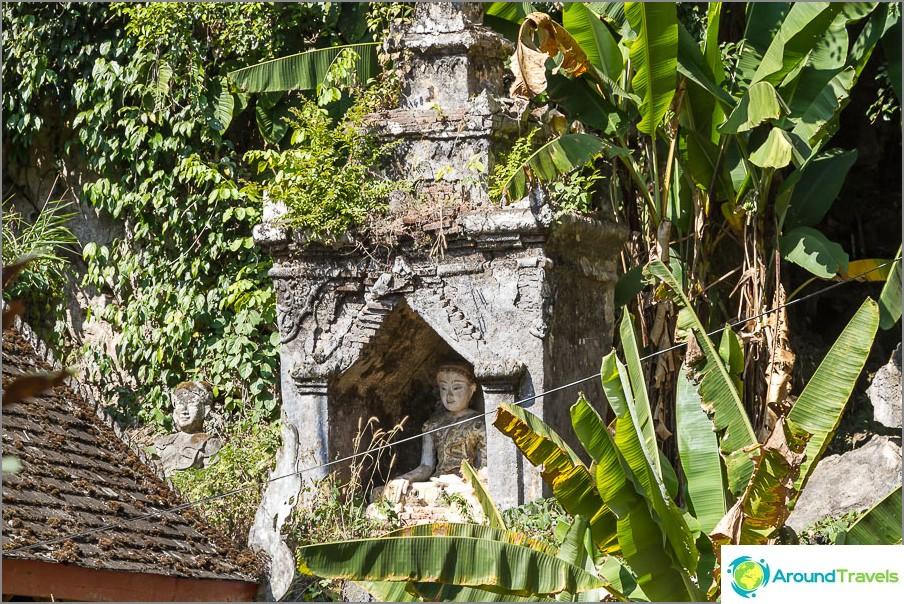 Vanhan temppelin jäännökset