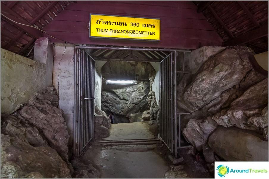 Chiang Daon luolan sisäänkäynti