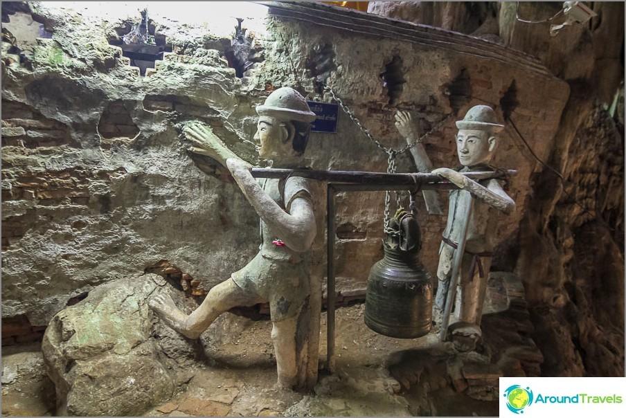 Pioneerit kantavat kelloa jonnekin