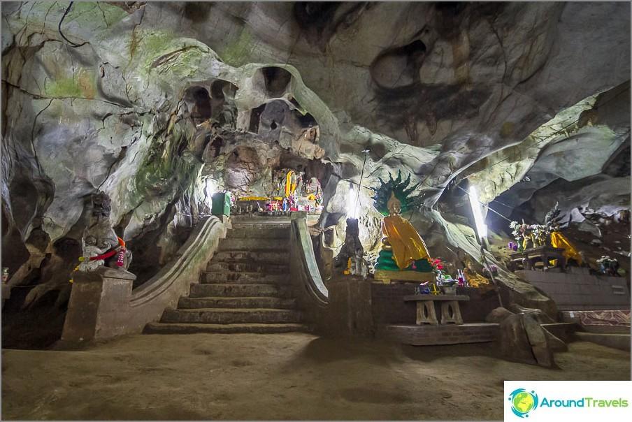 Viimeinen valaistu alue ja tässä on sali Buddhan kanssa