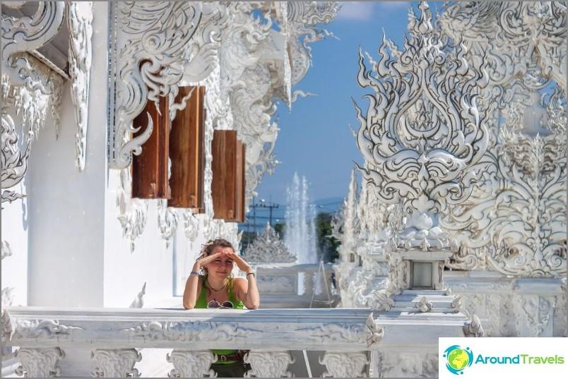 Thaimaan valkoinen temppeli (Wat Rong Khun) - kaunis satu lihassa