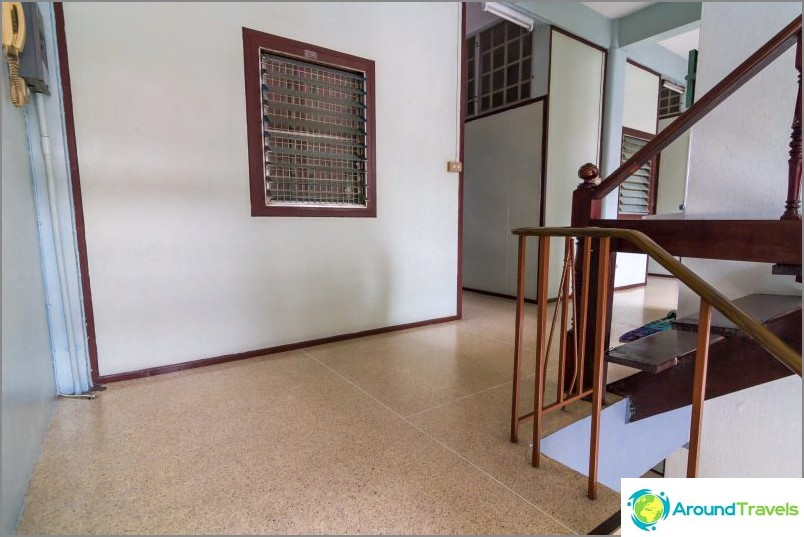 Koe asuminen TRESH-majatalossa Khaosanissa 170 bahtia