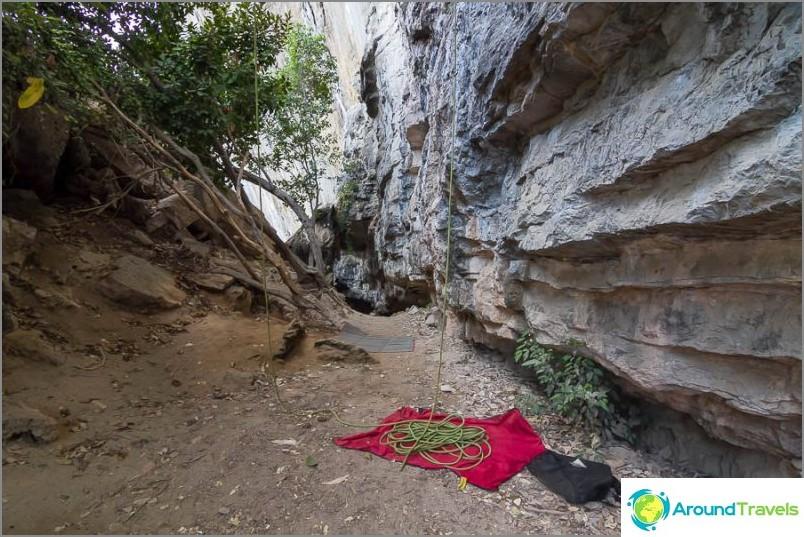 Алпинисти по пътя към Тон Сай