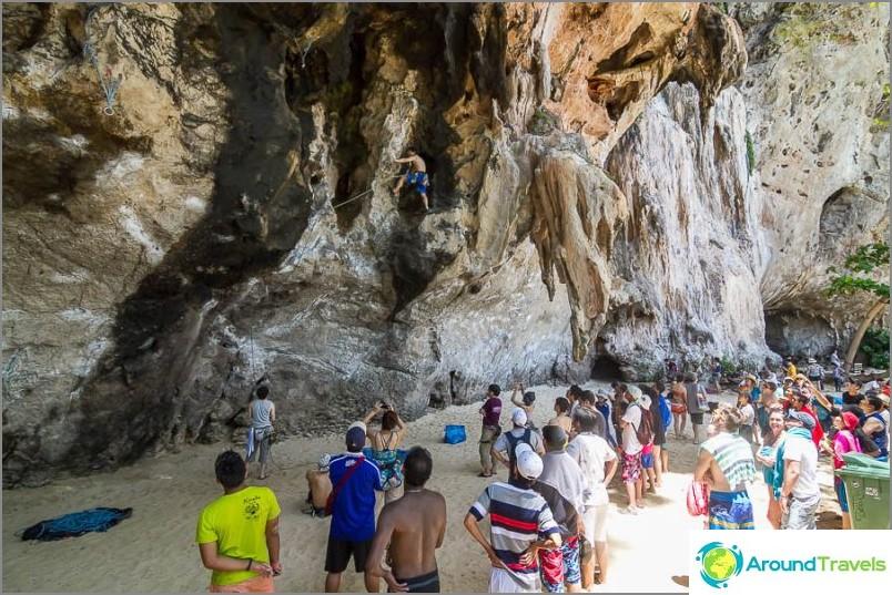 На Pranang Beach всички бяха много заинтересовани от няколко катерачи