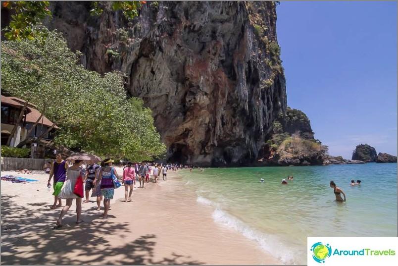 Плажът Pranang е впечатляващ, както и West Railay