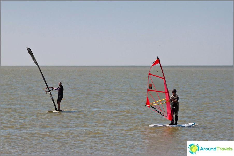 Surffaajat Dolzhanskaya Spit -pelissä
