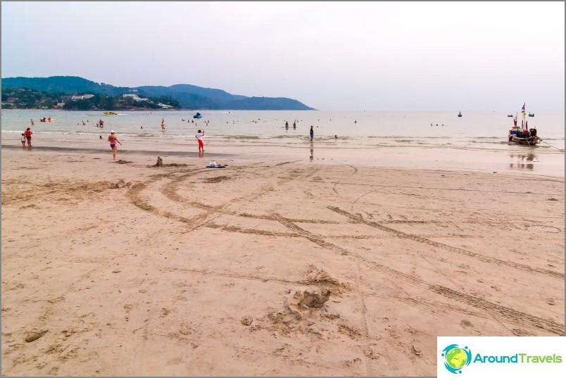 Laskuvesi Kata Beachillä, Phuket
