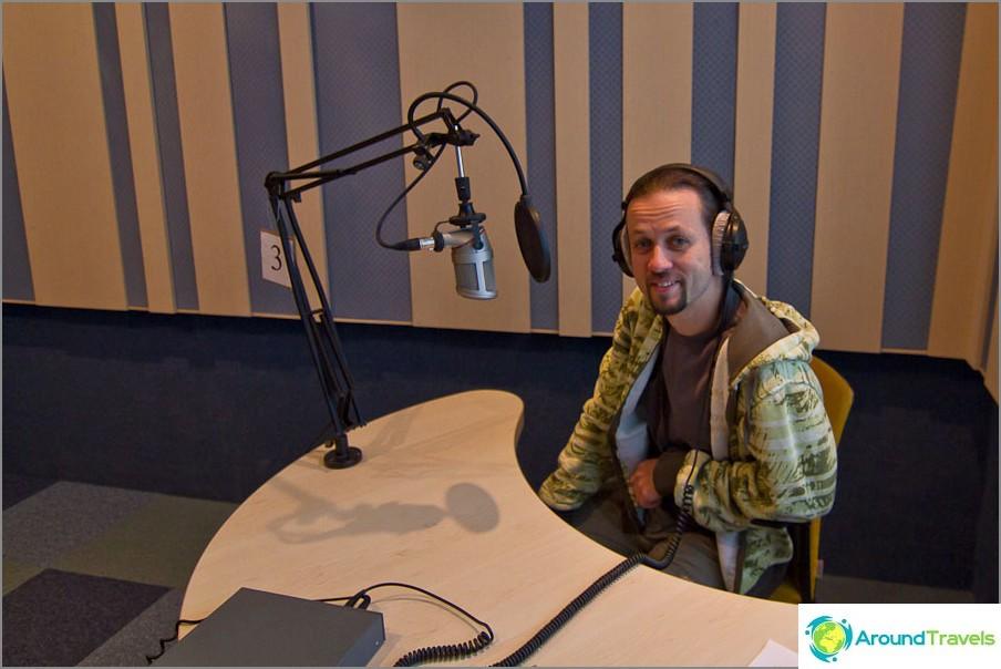 City-FM-radioasemalla Travel Designerissa