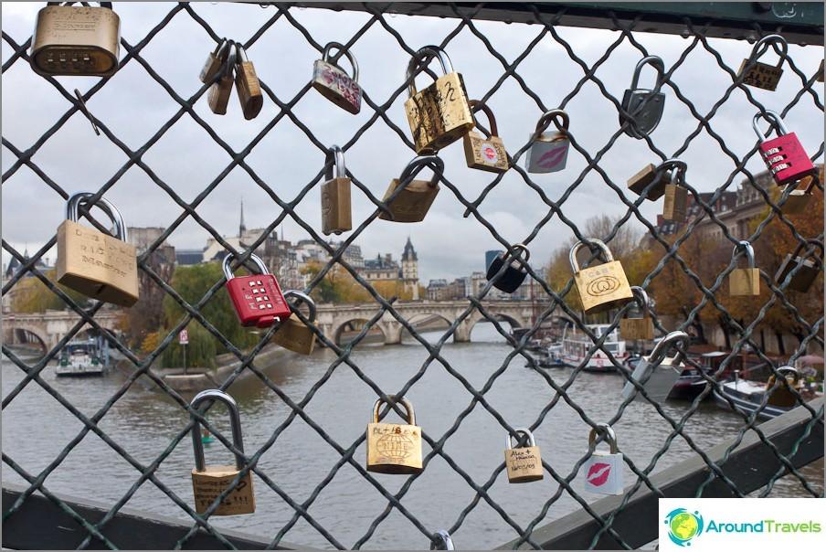 Linnat taiteen sillalla (Pont des Arts)