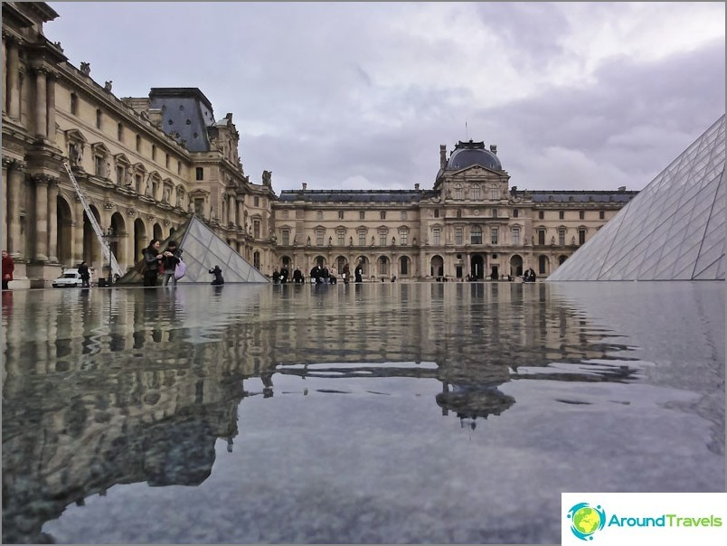 Louvre-museo Pariisissa