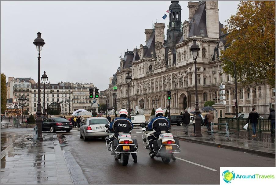 Pariisin kadut ovat myös hyvin suojattuja