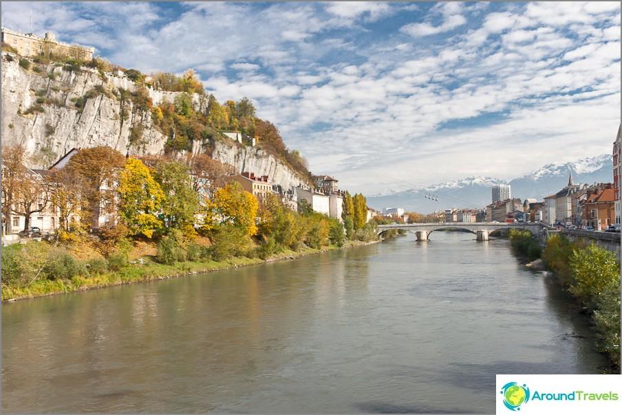 Isere-joen rannat, joissa sijaitsee Grenoblen Bastille
