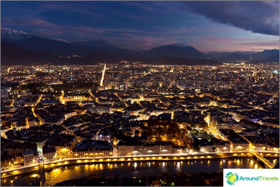 Grenoble yöllä