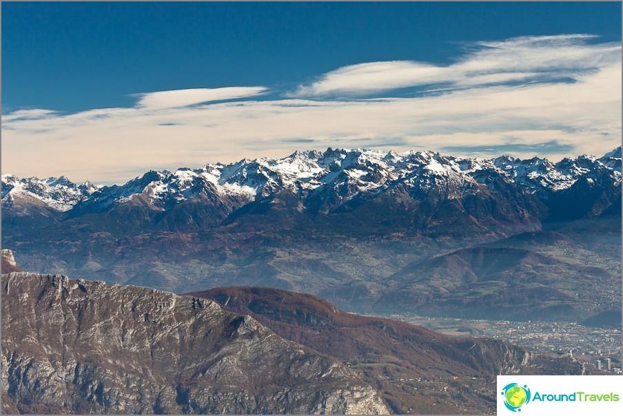 Снежните върхове се виждат отдалеч