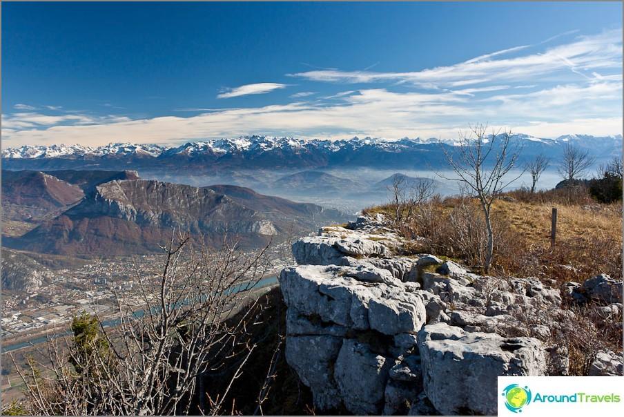 Зашеметяваща гледка към френските Алпи