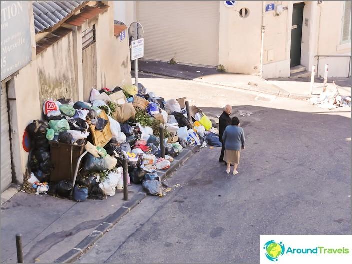 Vuoristot roskien Marseillessa lakkojen takia