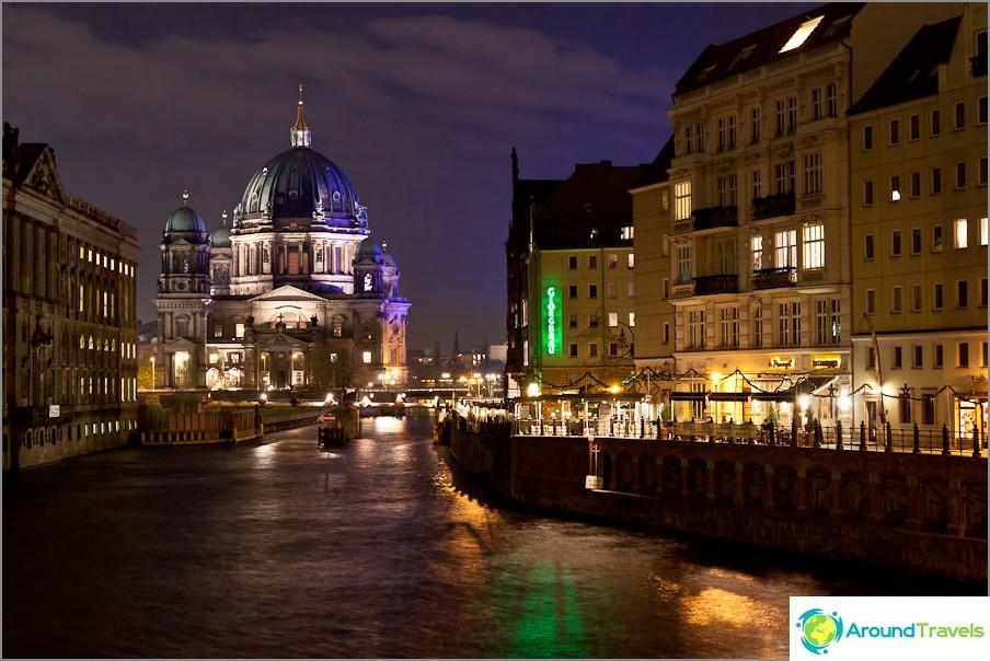 Берлин нощен град