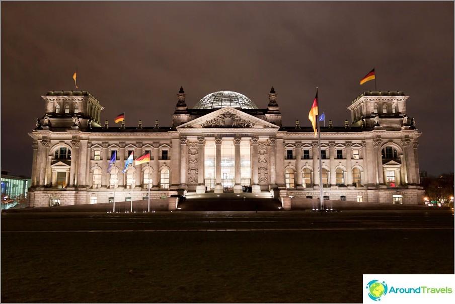 Райхстаг (Reichstagsgeb? Ude - имперска монтажна сграда)
