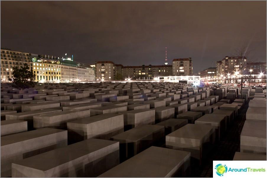 Паметник на евреите в Берлин
