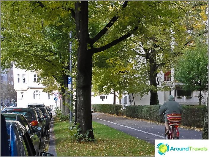 Münchenin pyöräteitä jokaisella jalkakäytävällä