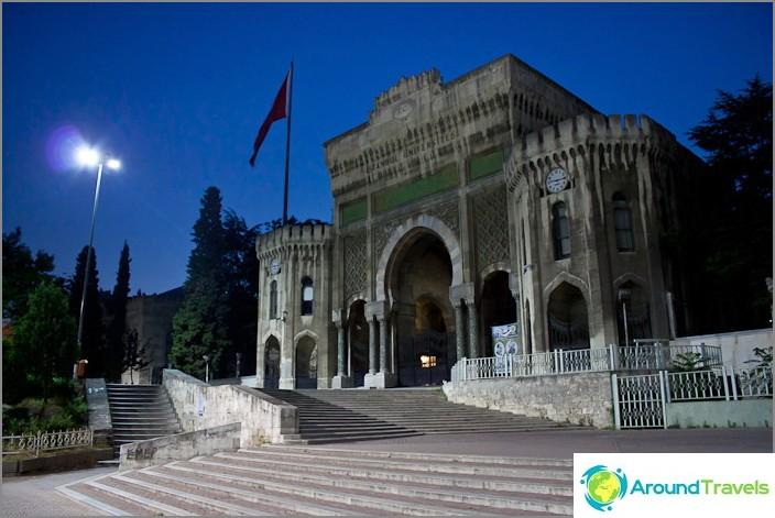 Истанбулски държавен университет.
