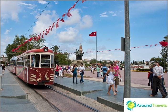 Близо до стария град на Анталия. Турция.