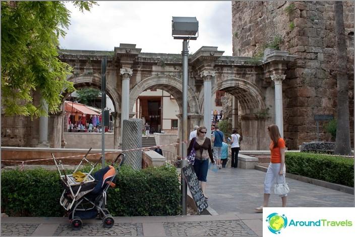 Портата на Адриан. Град Анталия.