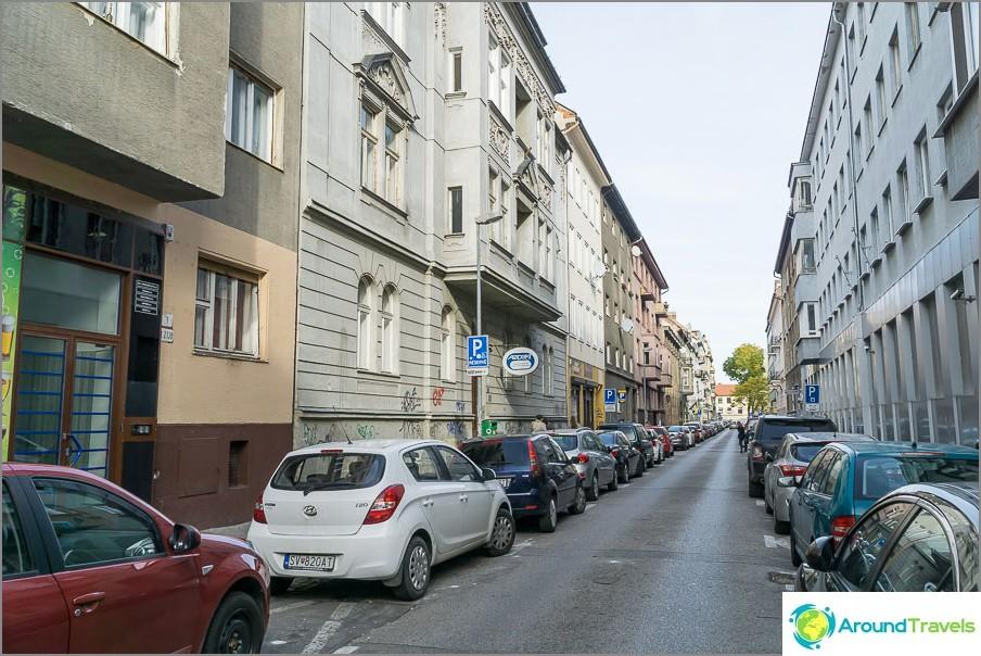 الشارع الذي يقع فيه المنزل