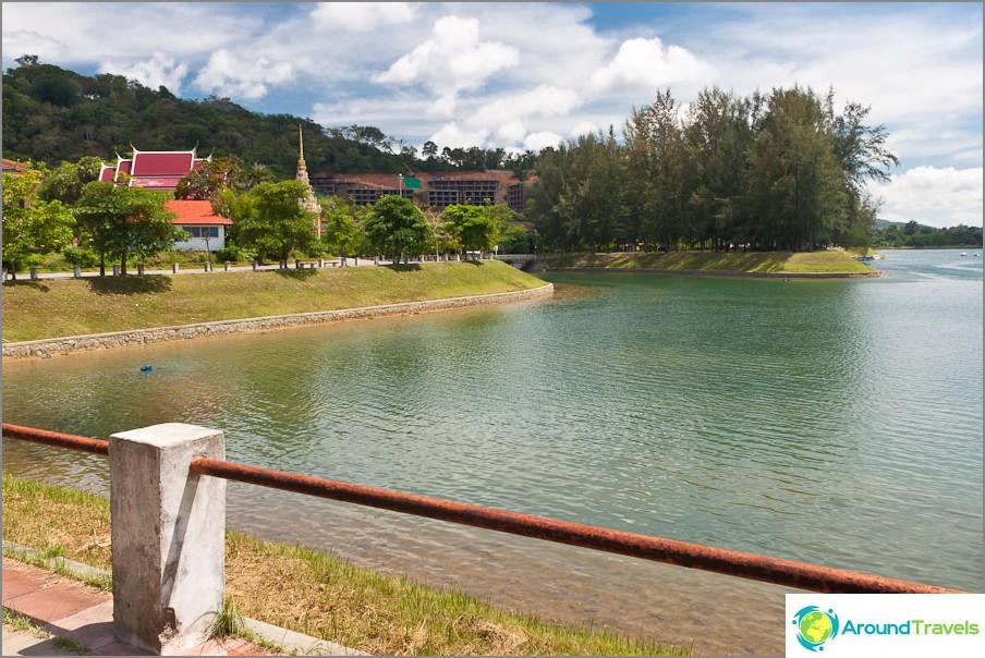 Красиво езеро в близост до плаж Най Харн