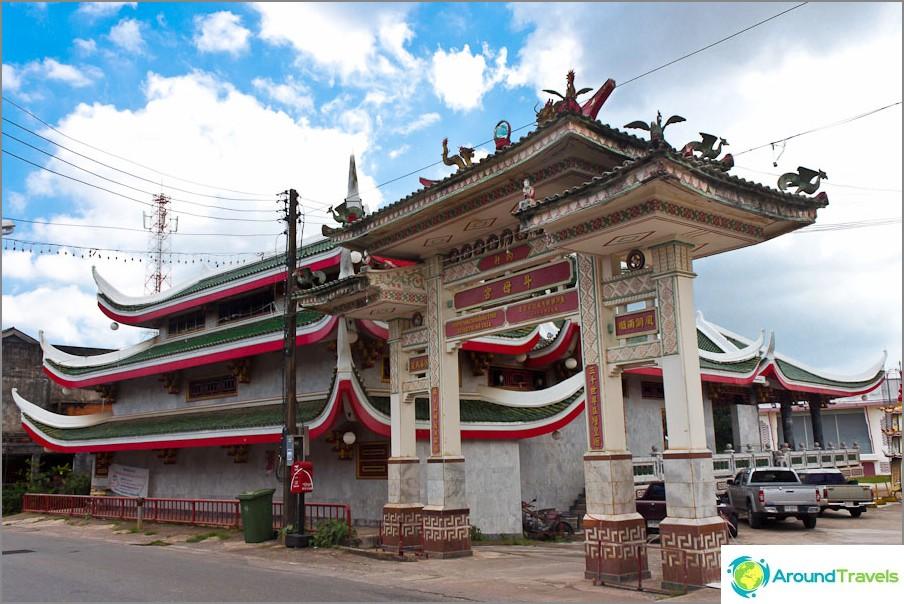 Необичаен храм в Пукет, вероятно китайски