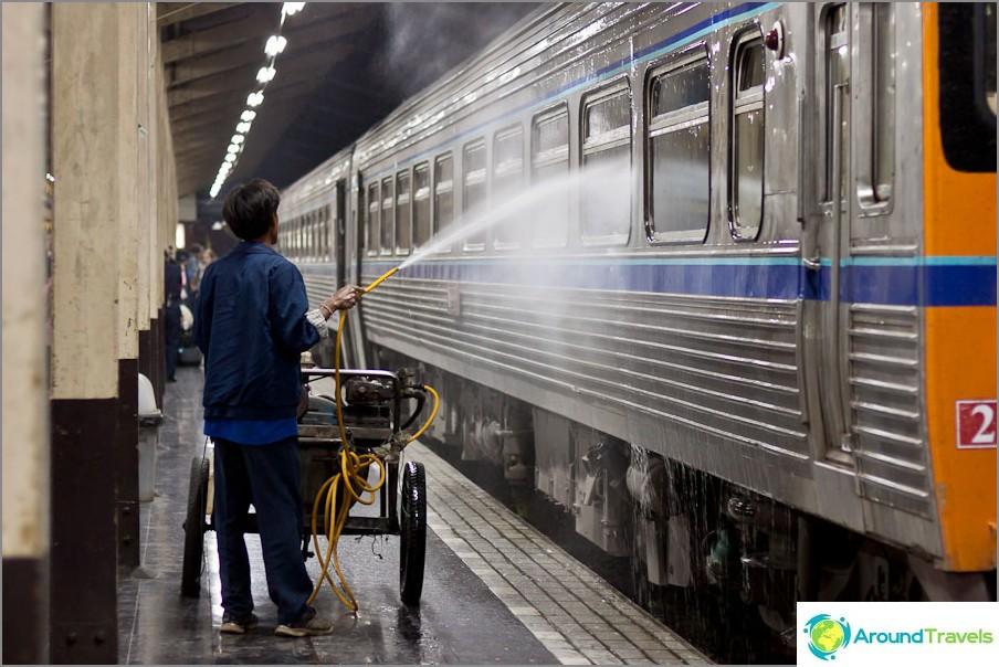 Как да се мият влакове в Тайланд