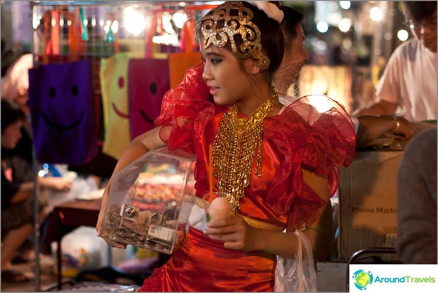 Момиче, което печели танци на базара