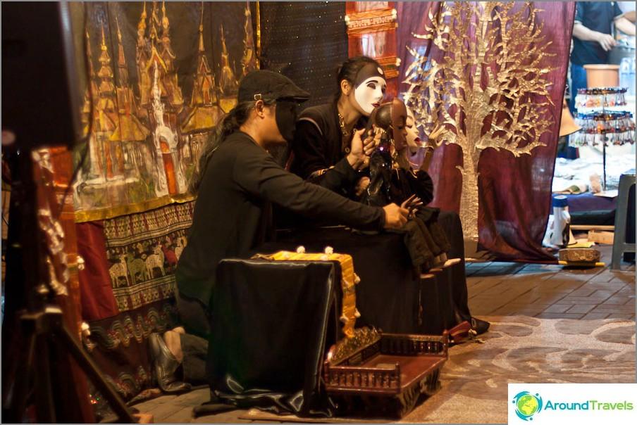 Куклен театър през нощта Базар