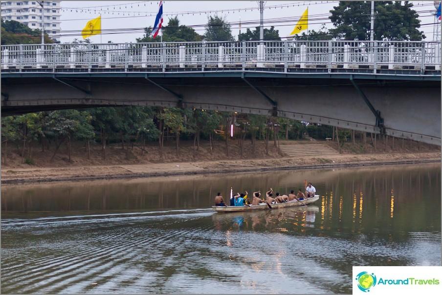 Влак в Чианг Май