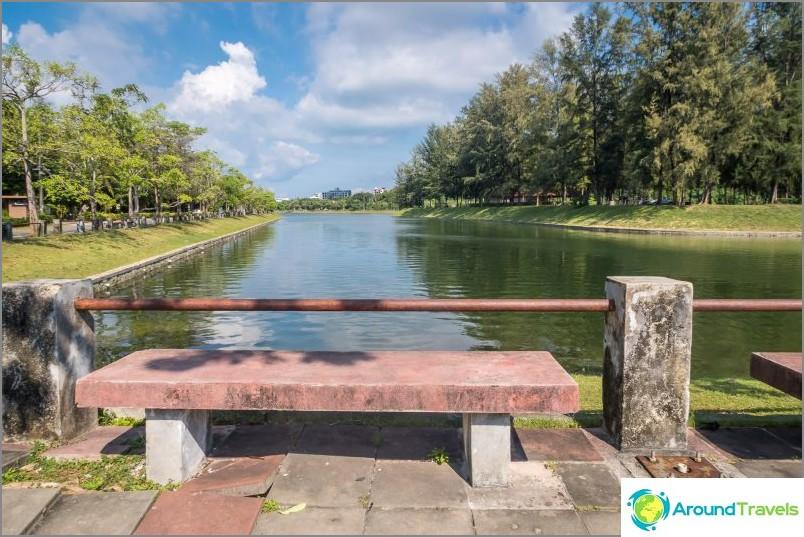 Nai Harnin puisto Phuketissa lähellä Nai Harnin rantaa