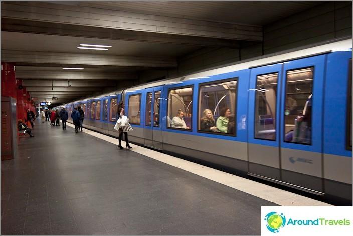 Moderneja junia metrolla