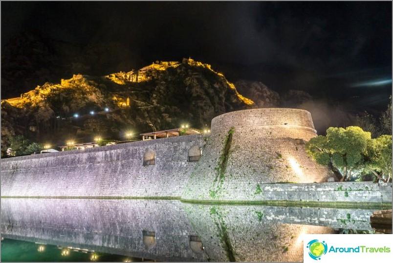 Linnoituksen muuri Kotorissa